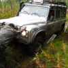 Land Rover Defender на бездорожье