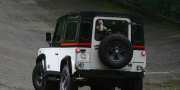 Фото Land Rover Defender by Aznom 2010