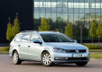 Фото Volkswagen Passat BlueMotion Variant UK 2010