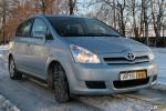 Тест-драйв Toyota Corolla Verso: просторный хэтчбек или компактный минивэн?