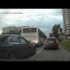 Дрифт Mercedes-Benz C63 на перекрестке в городском потоке