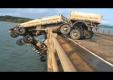 Грузовик с двумя прицепами болтается на мосту, а водитель висит над водой