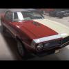 Джея Лено рассматривает кабриолет Chevrolet Camaro 1968