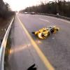Гонщик упал мотоцикла и остался почти невредимым в этом инциденте