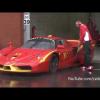 Помощник водителя Ferrari FXX злой из-за дождя?