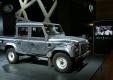Новый Range Rover и легендарный внедорожник Defender из фильма «007: Координаты «Скайфолл» дебютирует в Париже