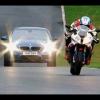 BMW M5 2012 против BMW S 1000 RR на трассе Кадвелл-парк