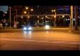 Дрифтующий Nissan 350Z врезается в металлический отбойник