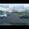 Машина скорой помощи спешит на вызов и попадает в аварию