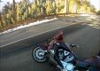 Мотоциклист внезапно оказывается на участке дороги с обледенением