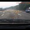 Разрушительные последствия взрыва шин грузовика на тайваньской шоссе