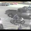 Байкер дрифтует на своем Harley Davidson