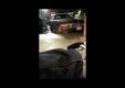 Девушка портит свой BMW Z4 при попытке выезда с парковки