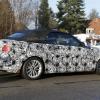 Кабриолет BMW 2-Series позирует для камеры