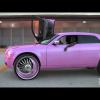 Полицейские Флориды окружают розовый Chrysler 300