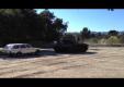 Арнольд Шварценеггер разбивает Mercedes-Benz на его личном танке