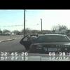 Преступник угоняет полицейскую машину