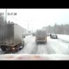 Одна авария на скользкой дороге влечет за собой другие аварии