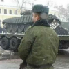 Падение танка во время погрузки на платформу в Беларуси