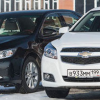 Портрет на фоне: Toyota Camry vs. Chevrolet Malibu