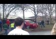 В Британии водитель Ford Mustang врезается в несколько деревьев