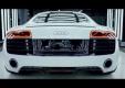 Audi дает знать клиентам, что суперкар R8 собирается вручную