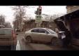 Mazda 3 сносит автобусную остановку