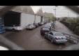 Новый 2014 S-Class терпеливо ждет за пределами завода Mercedes-Benz