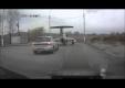 Самолет на дороге России тянет Subaru Impreza