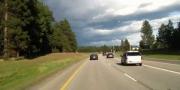 Виляющий автомобиль почти задел пять авто на шоссе Айдахо