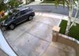 Водитель на Toyota Highlander сносит гараж