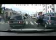 Пешеход перешел дорогу по капоту автомобиля