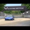 Руководитель GM гоняет на гоночной трассе на Corvette Stingray 2014