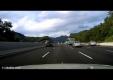 Девушка падает из автомобиля на корейском шоссе