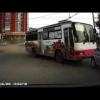 Неконтролируемый автобус врезался в четыре автомобиля