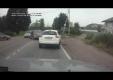 Этот парень сделал то, что многие думают сделать, увидев водителей говорящих по сотовому за рулем