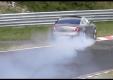 Jaguar XJ врезается в стену в Нюрбургринге