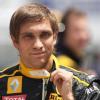 Российский гонщик Виталий Петров выбирает между трех команд