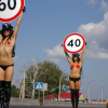 Девушки способствуют безопасному вождению на российских дорогах