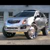 Полностью хромированный Cadillac SRX с 32-дюймовыми колесами