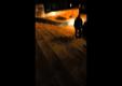 Водитель BMW E30 едет вниз по ступенькам из музея искусств Филадельфии