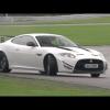 Крис Харрис скользит на мокрой трассе в Jaguar XKR-S GT