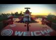 Санта Клаус доставляет подарки теперь на болиде Ferrari из Формулы 1