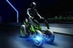 Kawasaki похвастал трехколесным концептом электробайка-трансформера в Токио