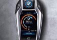 Брелок от BMW i8 выглядит как смартфон