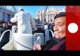 Папа Римский прокатил одного из верующих в своем стеклянном авто
