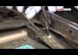 Снятие и замена стойки амортизатора переднего колеса на Рено