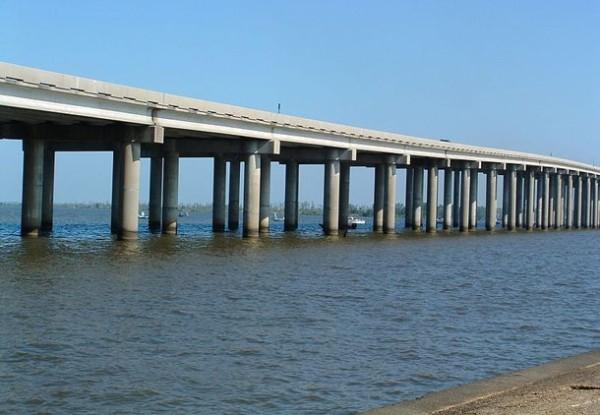Мост через болота Мончак в США