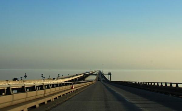 Мост на озере Понтчартрейн в США