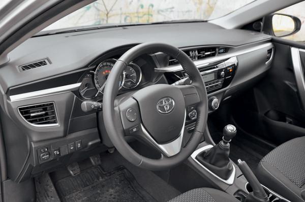 Kia Cerato-Toyota Corolla-Renault Fluence-Ford Focus-Citroen C4 sedan-12